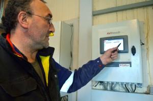 Eric Rolland utilise Avitouchun système centralisant la gestion de ses poulaillers.